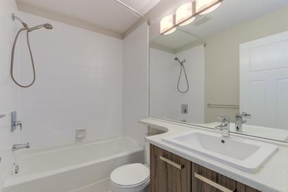 2nd bathroom at 55 - 8355 164 Street, Fleetwood Tynehead, Surrey