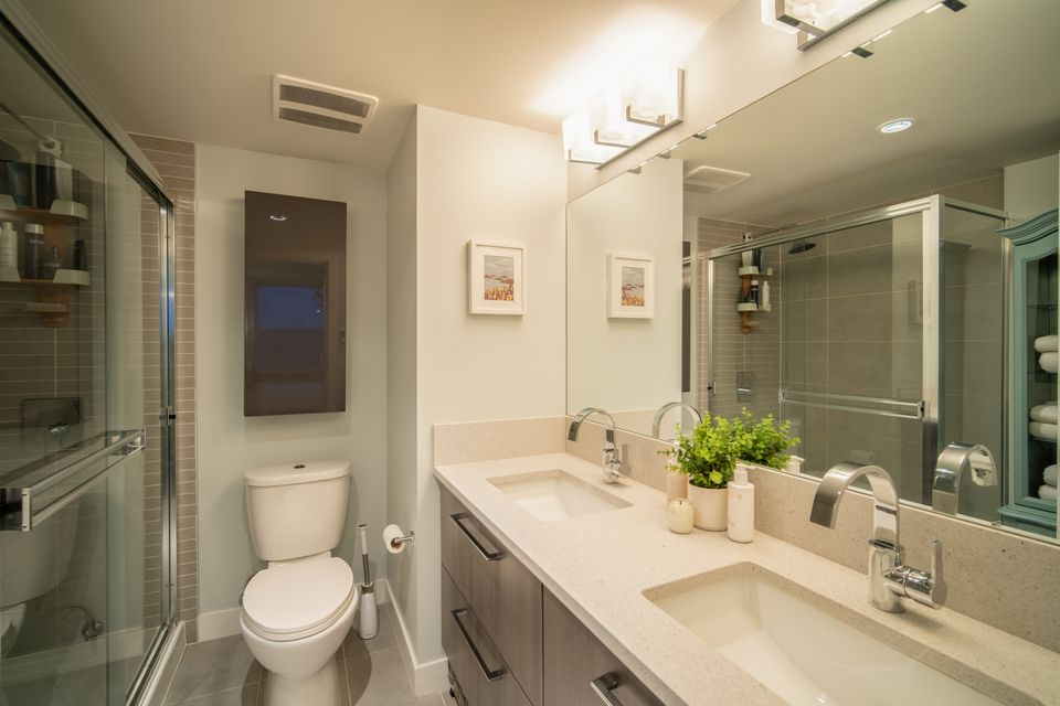 Primary Ensuite Bathroom  at 910 - 668 Columbia Street, Quay, New Westminster