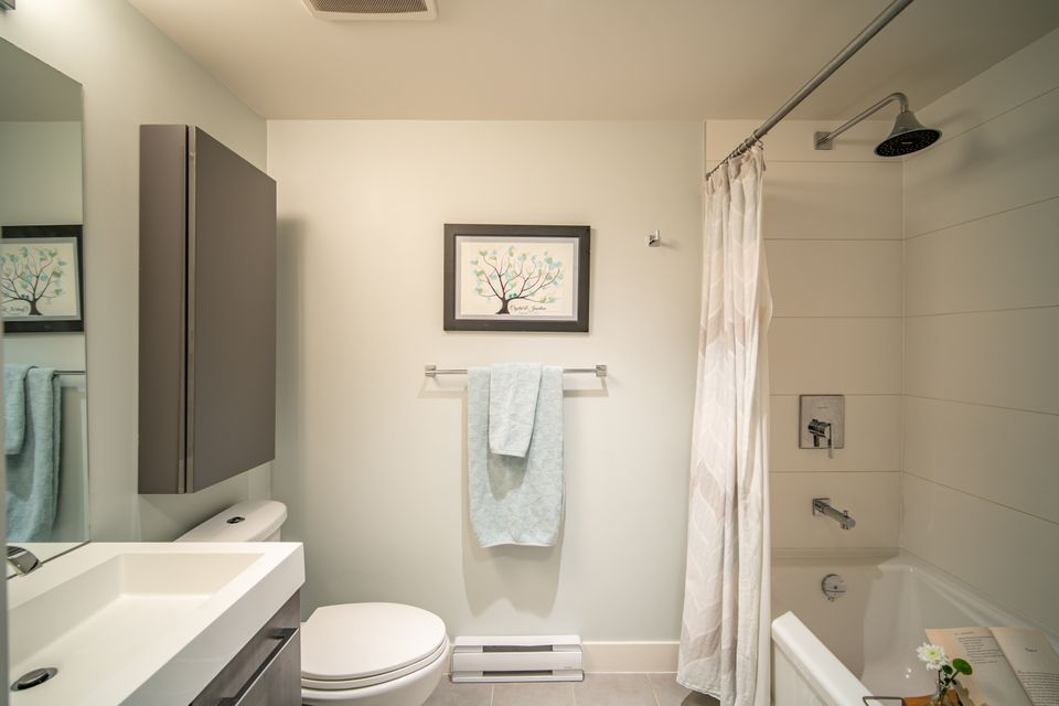2nd bathroom  at 910 - 668 Columbia Street, Quay, New Westminster
