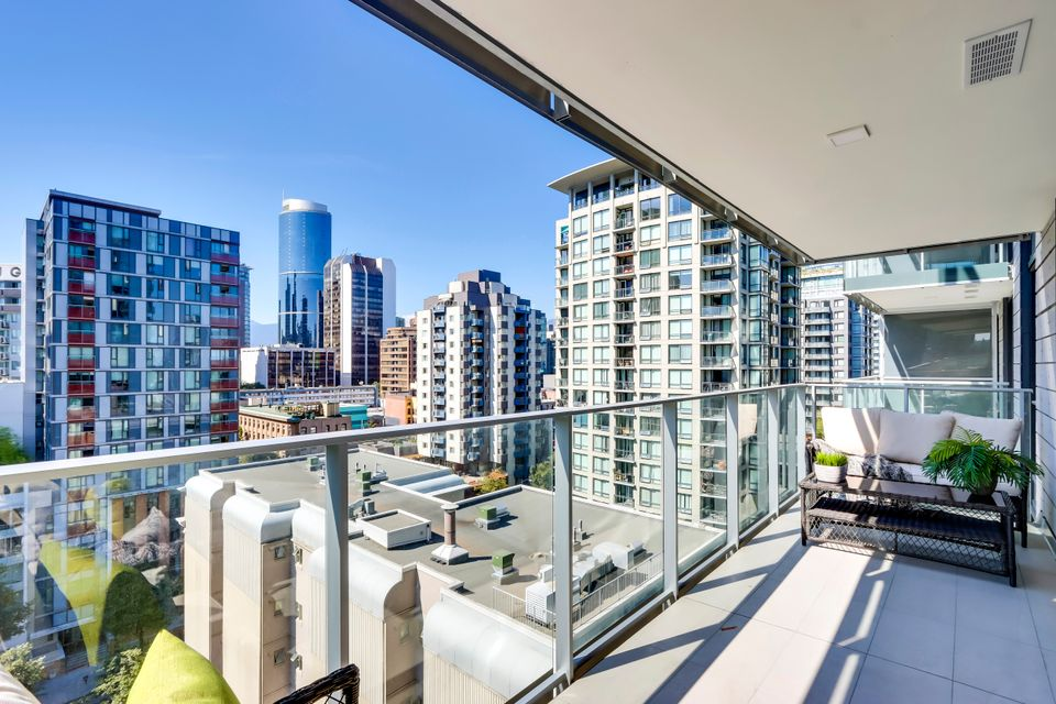 18 at 1211 - 1111 Richards Street, Yaletown, Vancouver West