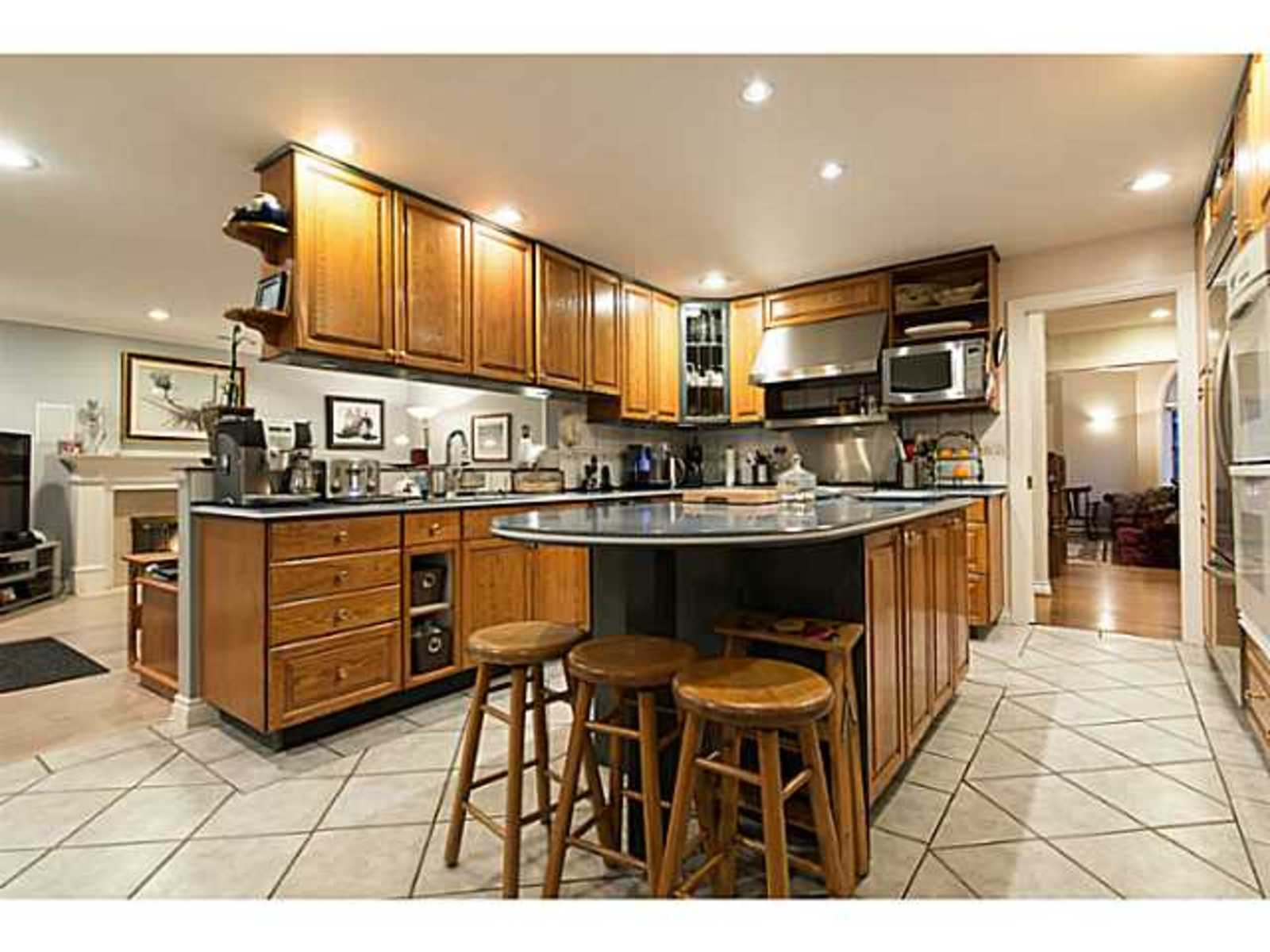 image-260912312-5.jpg at 833 Sprice Ave,