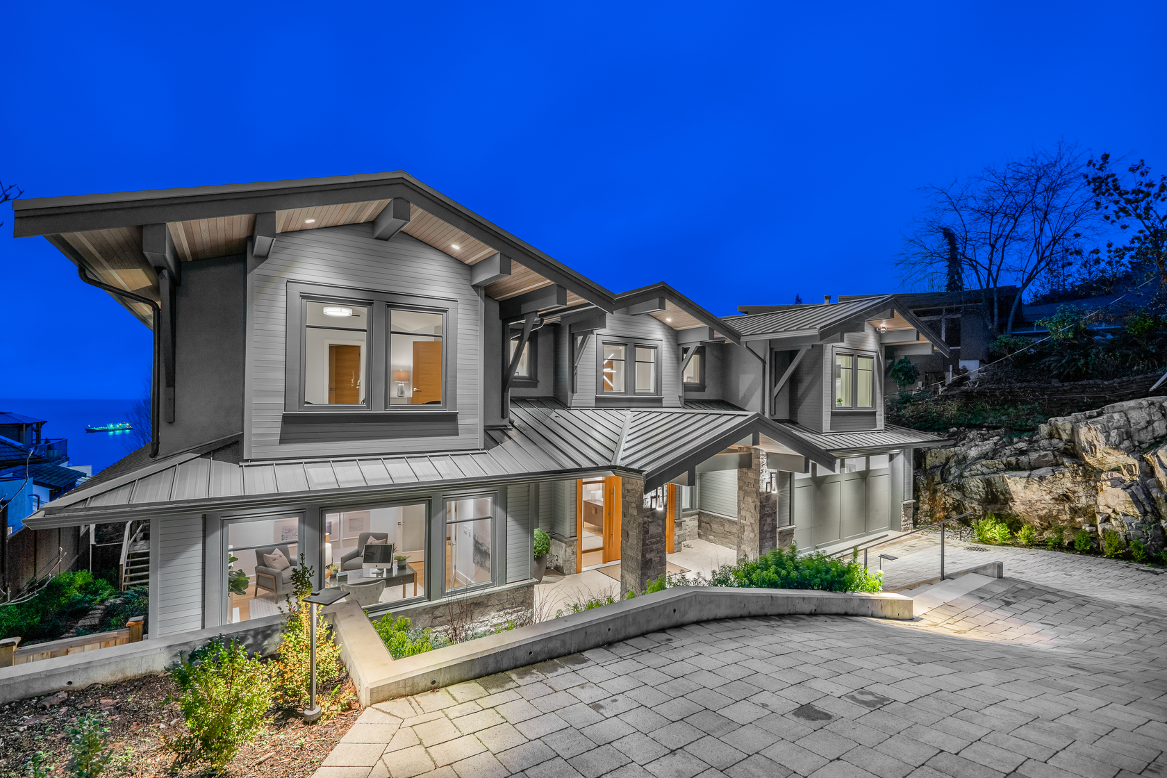 at 3820 Southridge Avenue, Bayridge, West Vancouver