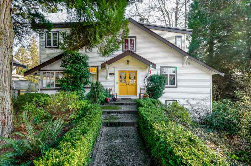 415 E St. James Road, Upper Lonsdale, North Vancouver 2