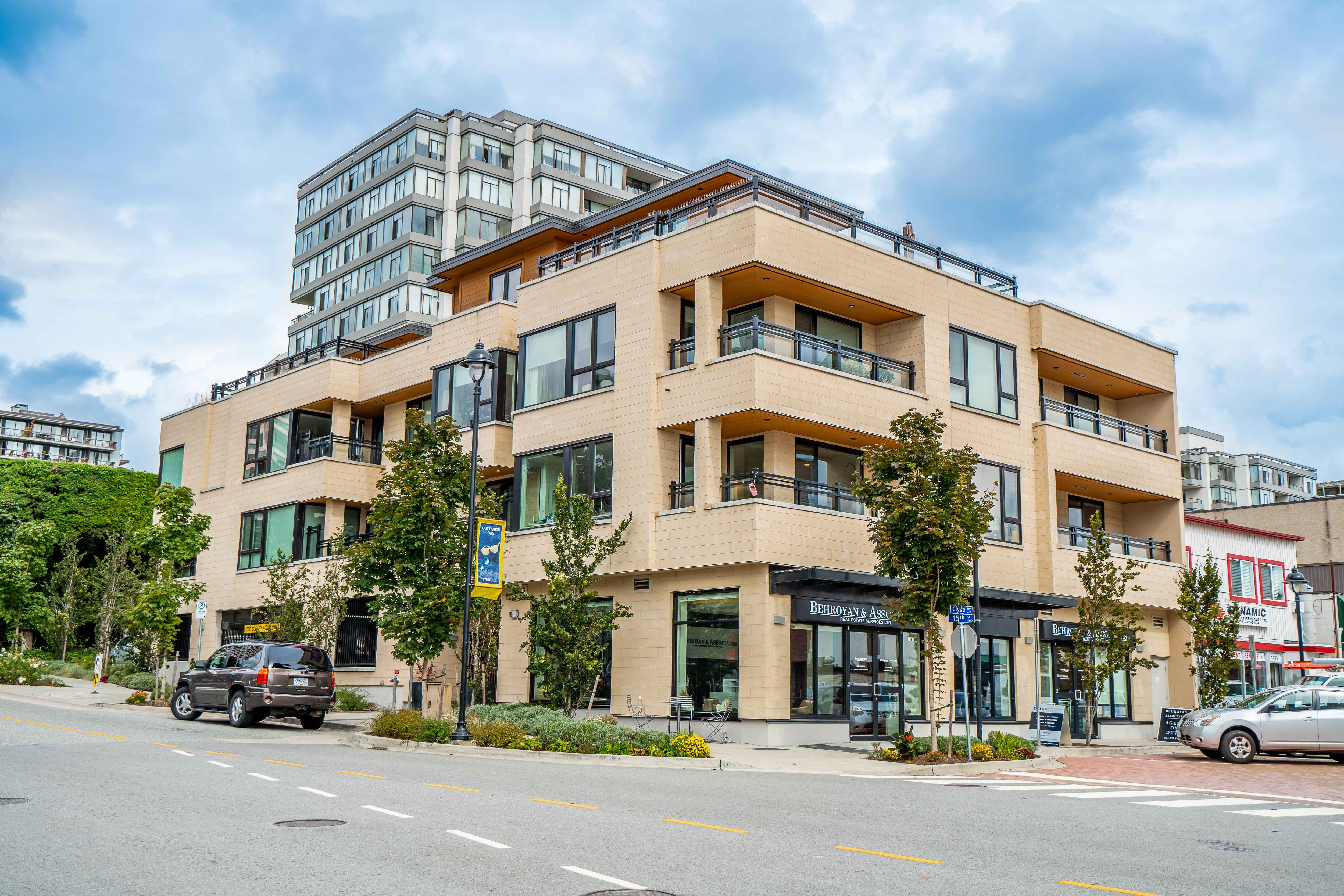 203 - 522 15th Street, Ambleside, West Vancouver 2