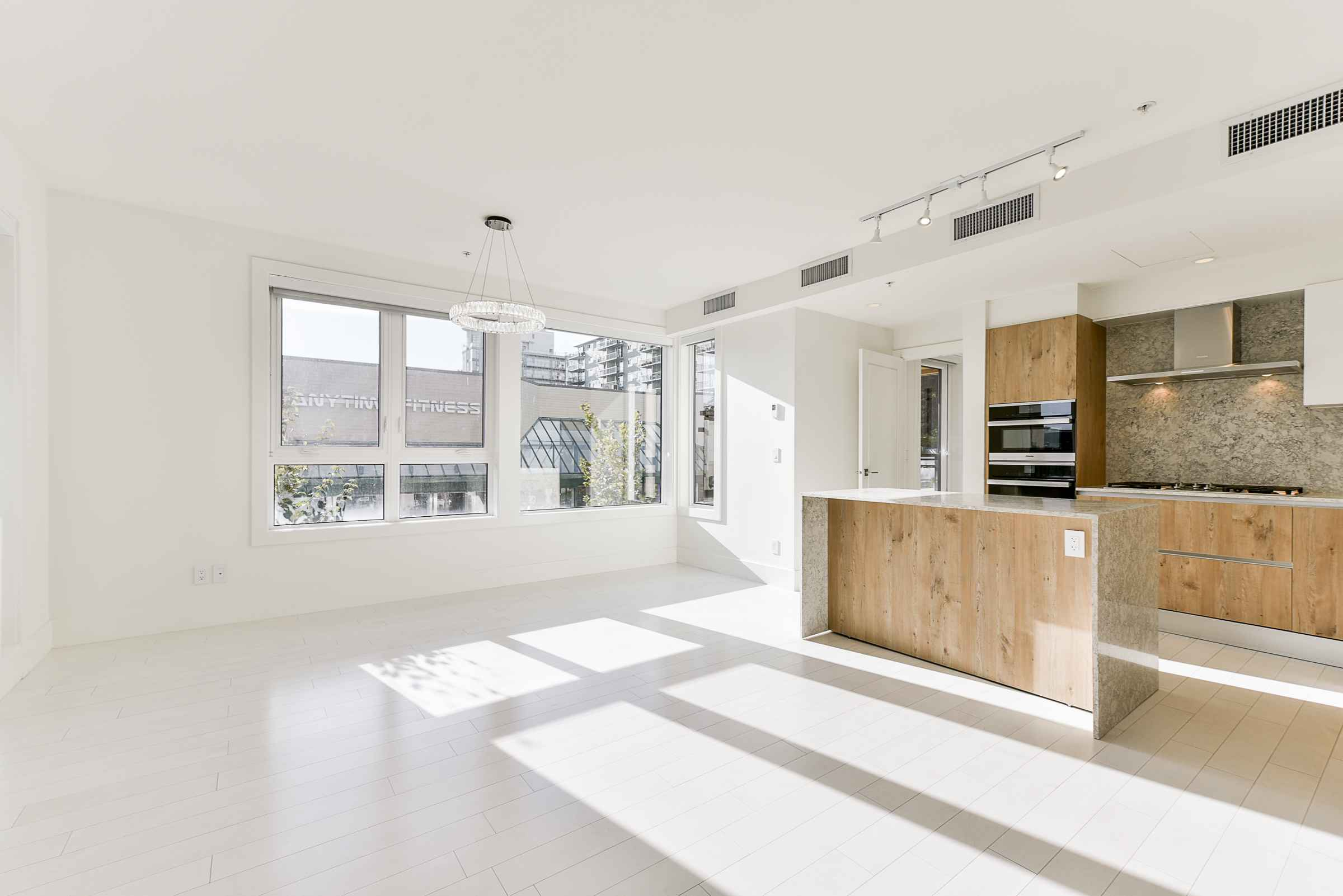 203 - 522 15th Street, Ambleside, West Vancouver 3