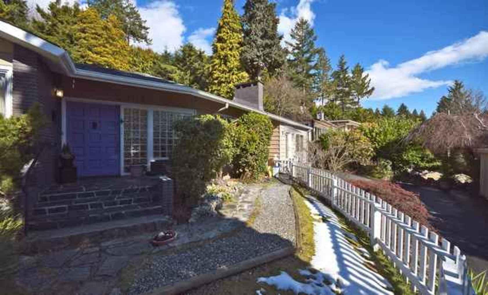 mini04 at 4113 Bayridge Avenue, Bayridge, West Vancouver