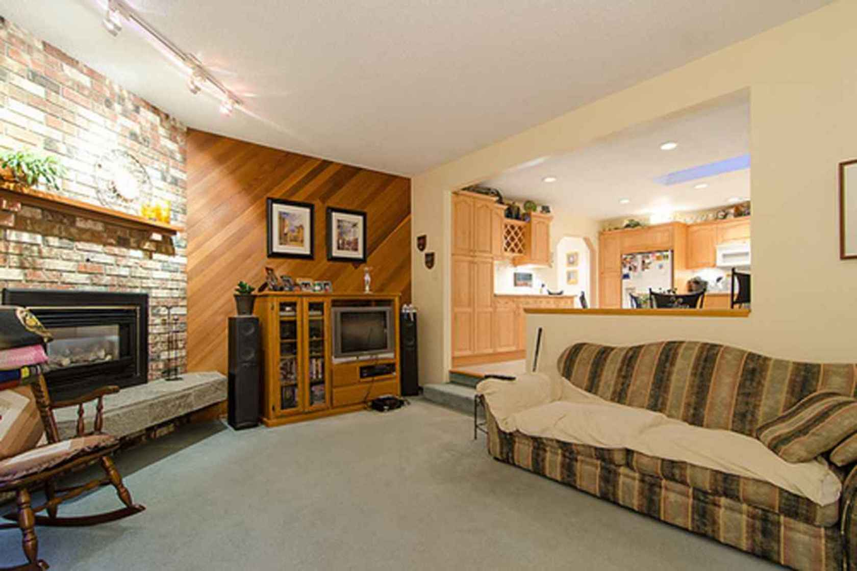 4276 at 3621 Mathers Avenue, Westmount WV, West Vancouver