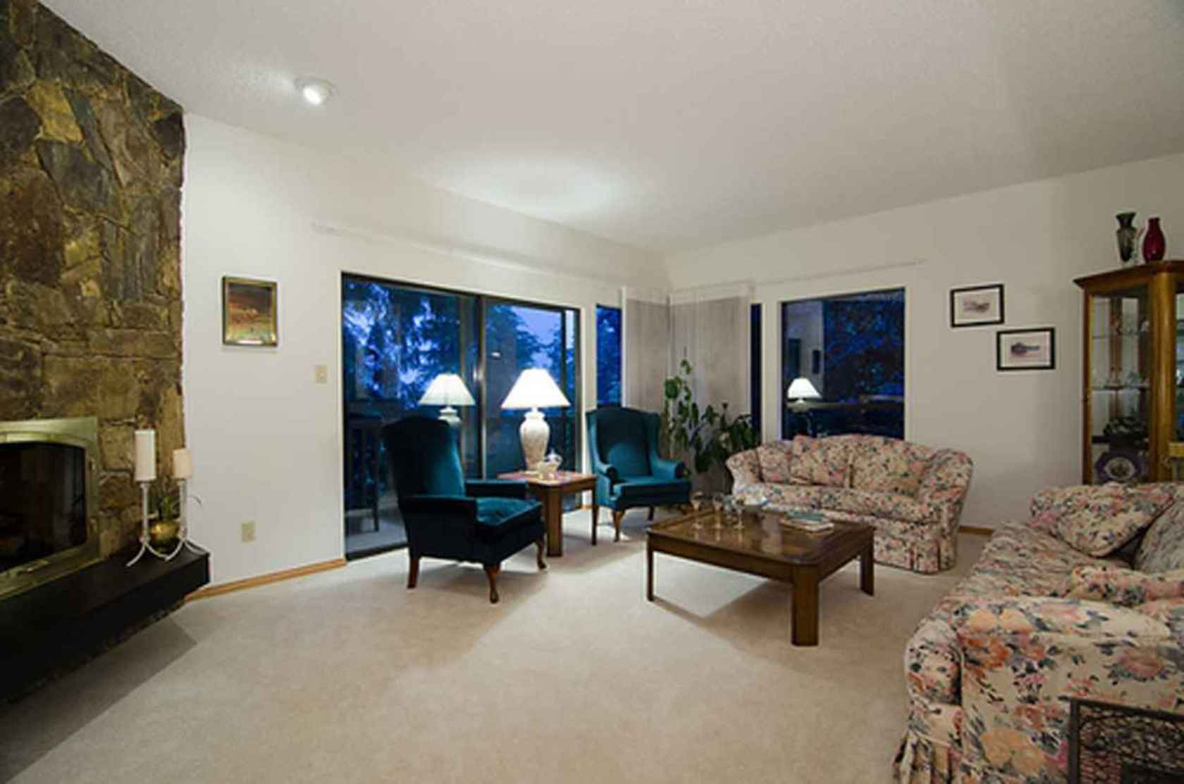 4288 at 3621 Mathers Avenue, Westmount WV, West Vancouver