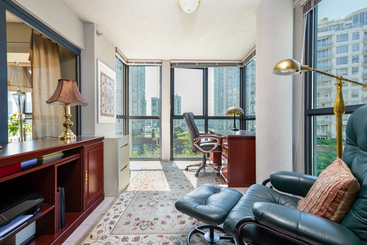 11 at 601 - 1177 Pacific Boulevard, Yaletown, Vancouver West