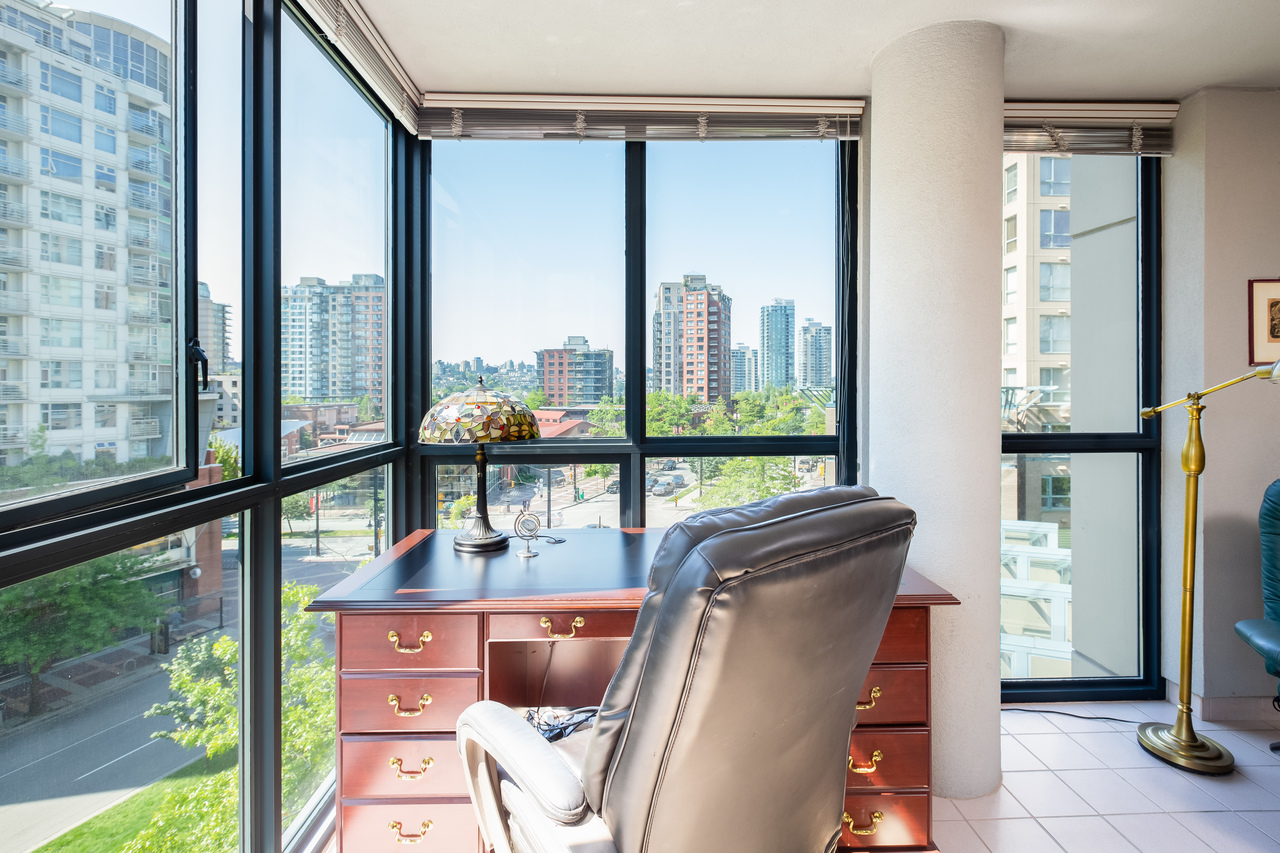 13 at 601 - 1177 Pacific Boulevard, Yaletown, Vancouver West