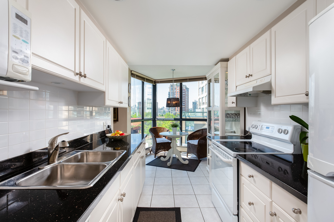 16 at 601 - 1177 Pacific Boulevard, Yaletown, Vancouver West