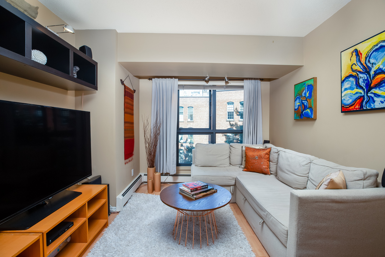 17 at 601 - 1177 Pacific Boulevard, Yaletown, Vancouver West