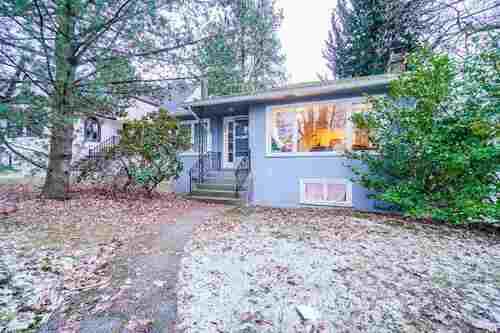 2696-w-11th-avenue-kitsilano-vancouver-west-02 at 2696 W 11th Avenue, Kitsilano, Vancouver West