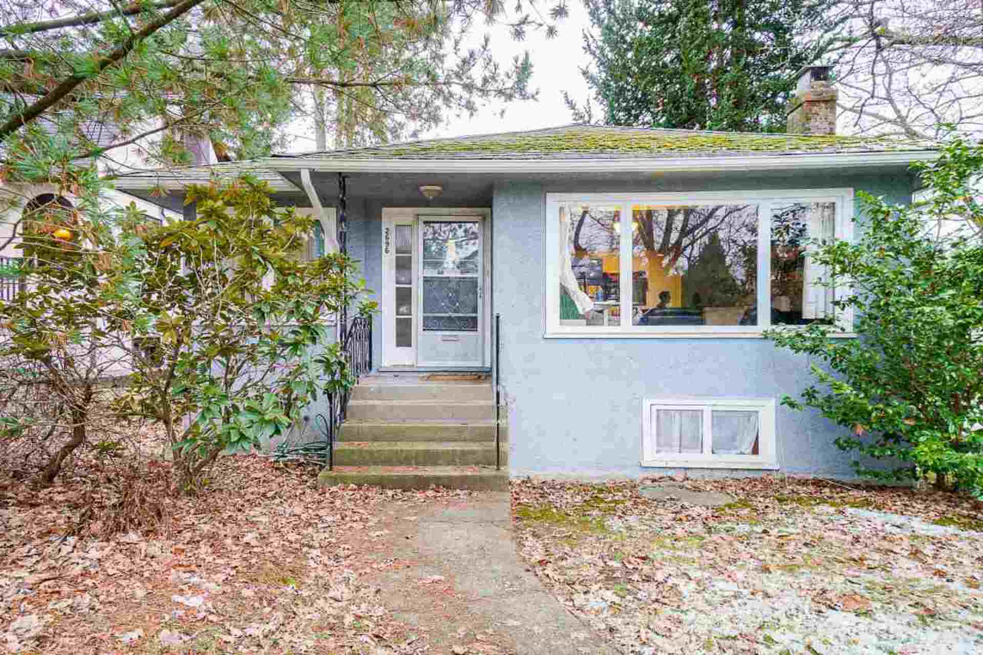 2696 W 11th Avenue, Kitsilano, Vancouver West photo number 1