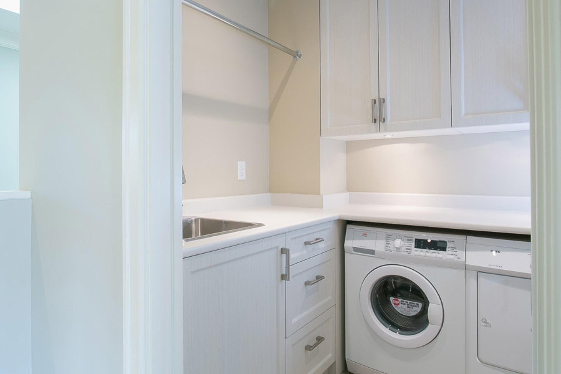 Insuite Laundry at 1706 West 15th Avenue, Vancouver West