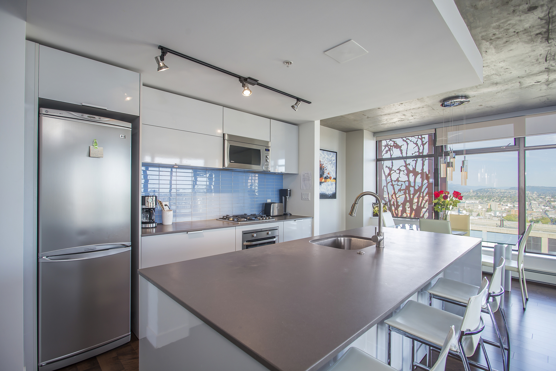 Kitchen with city view at 3806 - 128 Cordova, Downtown VW, Vancouver West