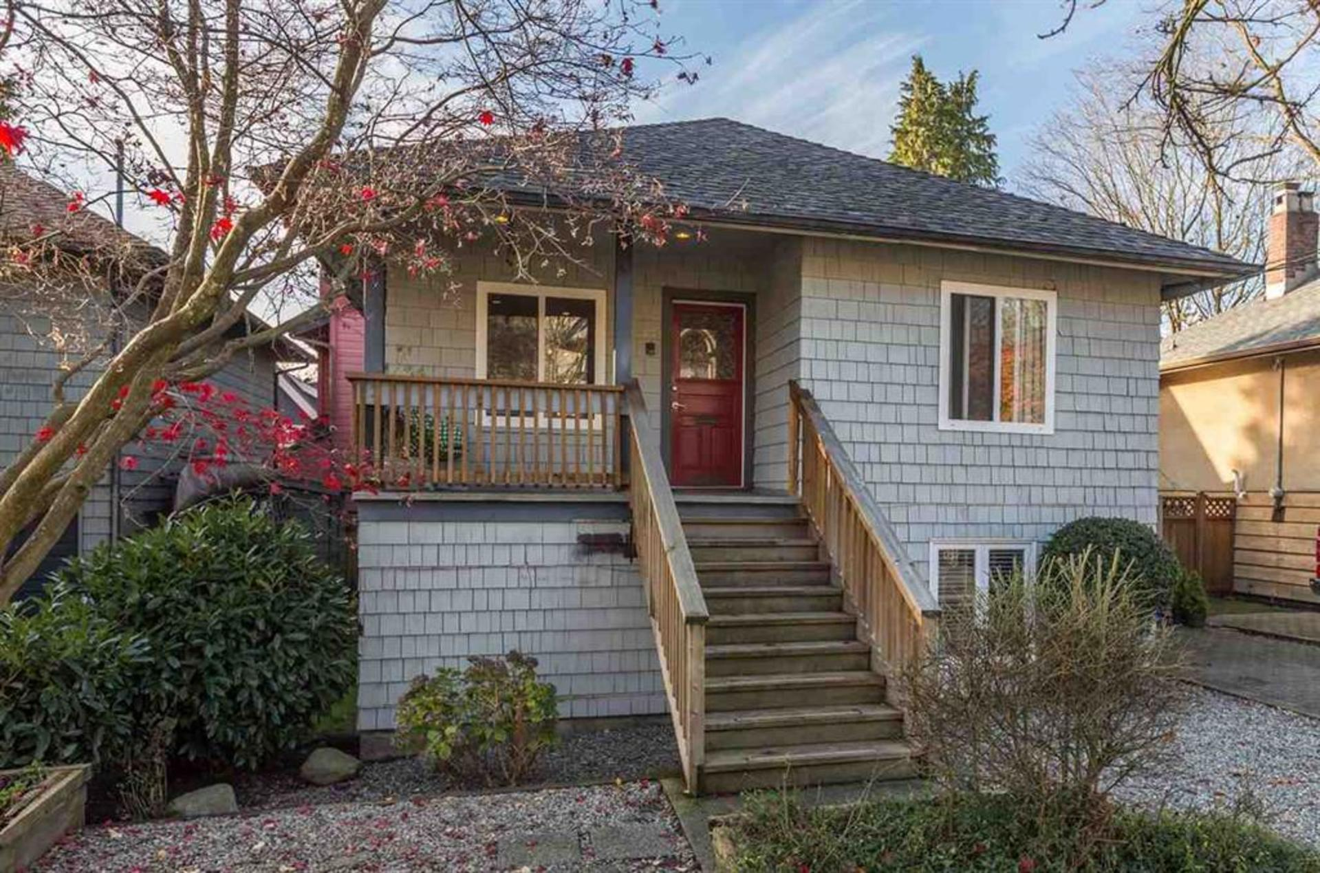 262036533-1 at 2325 Vine Street, Kitsilano, Vancouver West