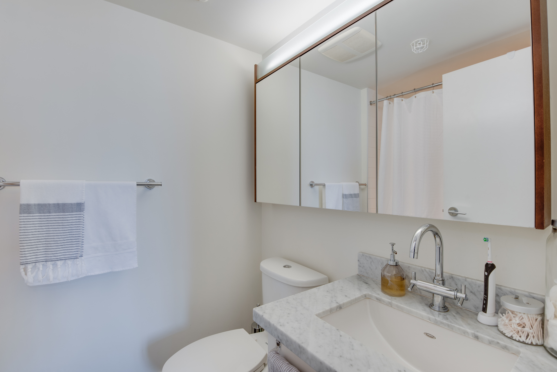 16 at 2203 - 888 Homer Street, Yaletown, Vancouver West