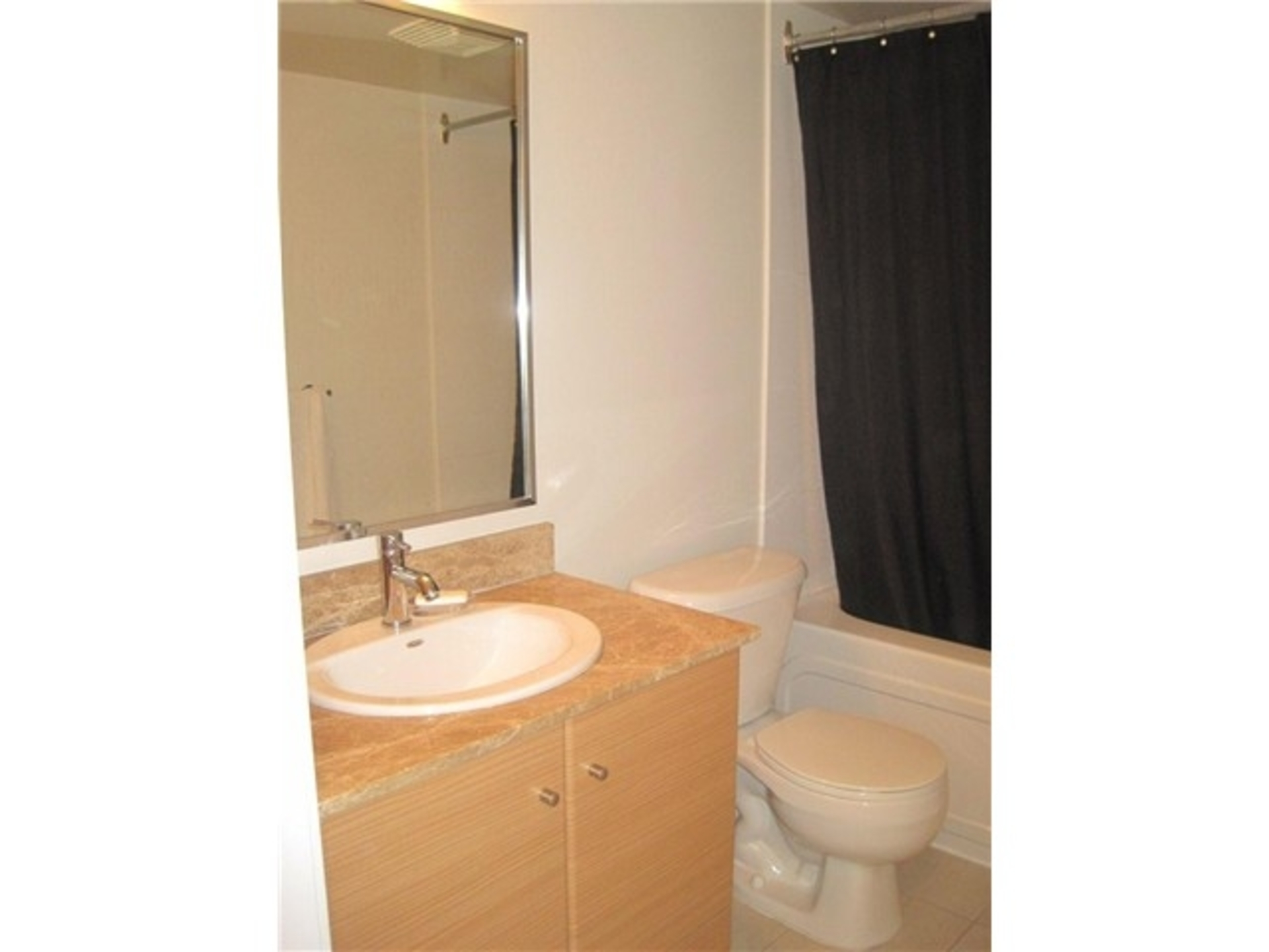 Bathroom at 7th floor - 909 Mainland, Yaletown, Vancouver West
