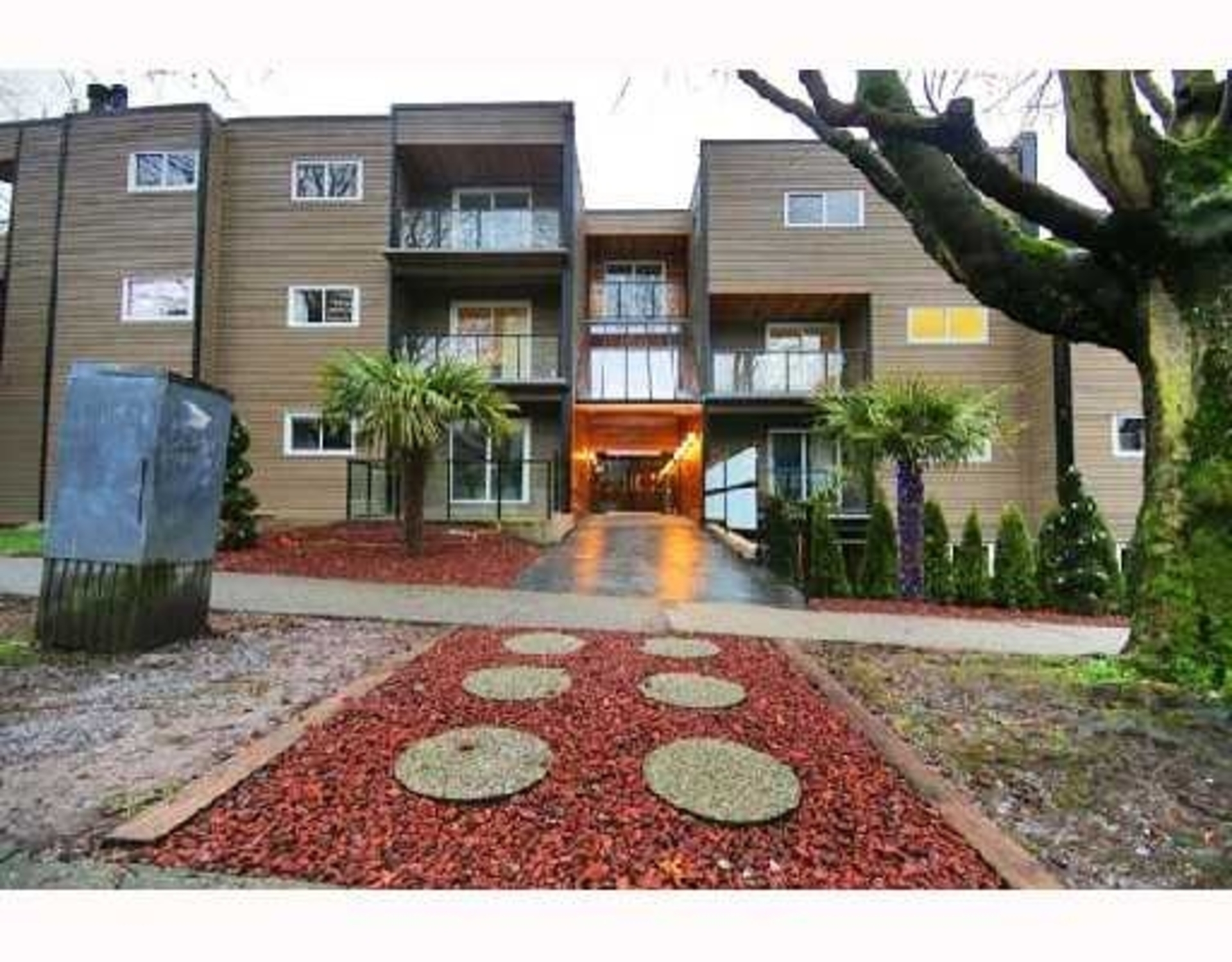 Courtyard at 311 - 1550 Barclay Street, West End VW, Vancouver West