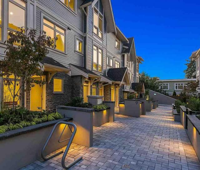 11 - 115 W Queens Road, Upper Lonsdale, North Vancouver 2