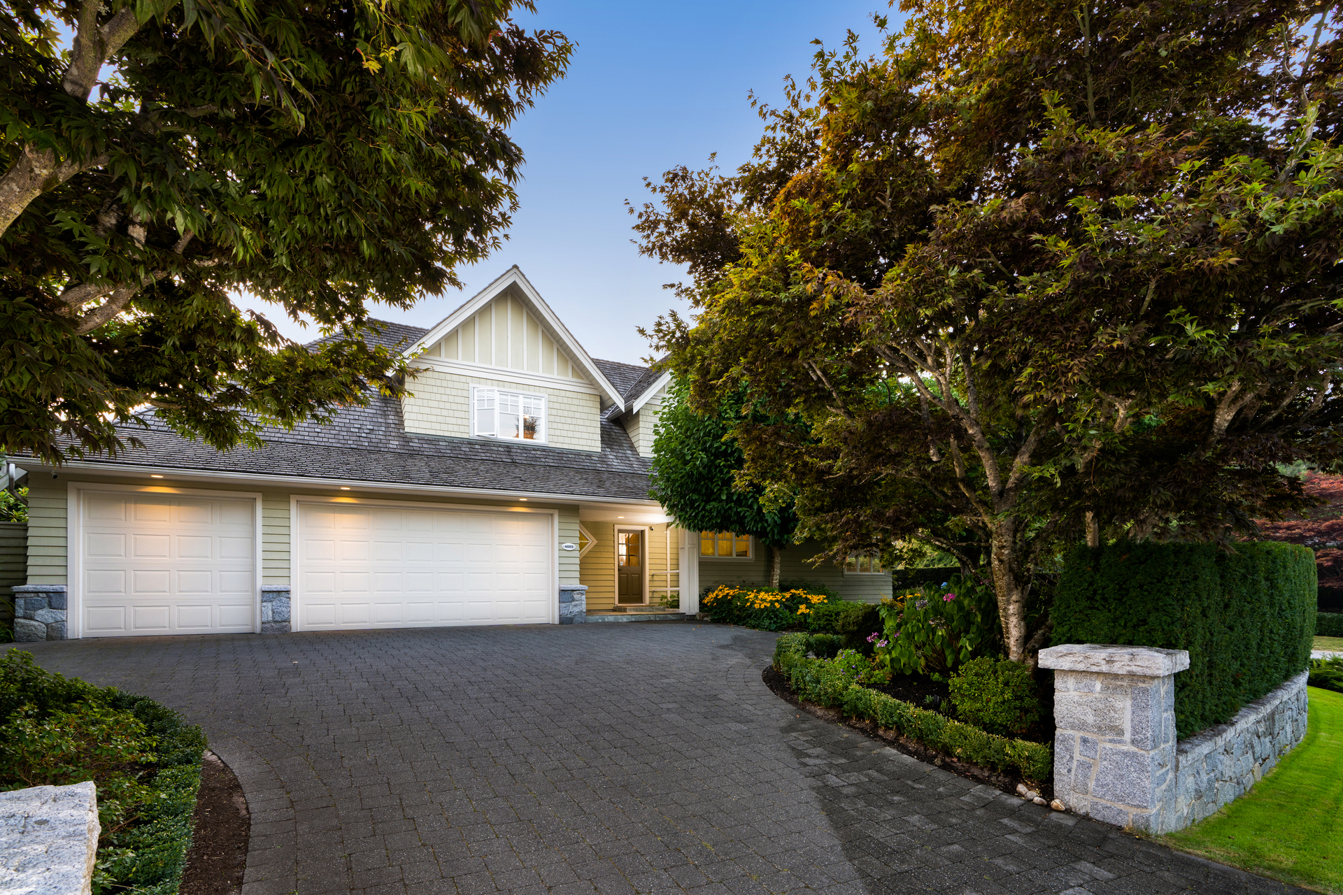 Driveway at 4682 Decourcy Court, Caulfeild, West Vancouver