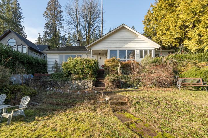 449-hillcrest-st-360hometours-03s at 449 Hillcrest Street, Westmount WV, West Vancouver