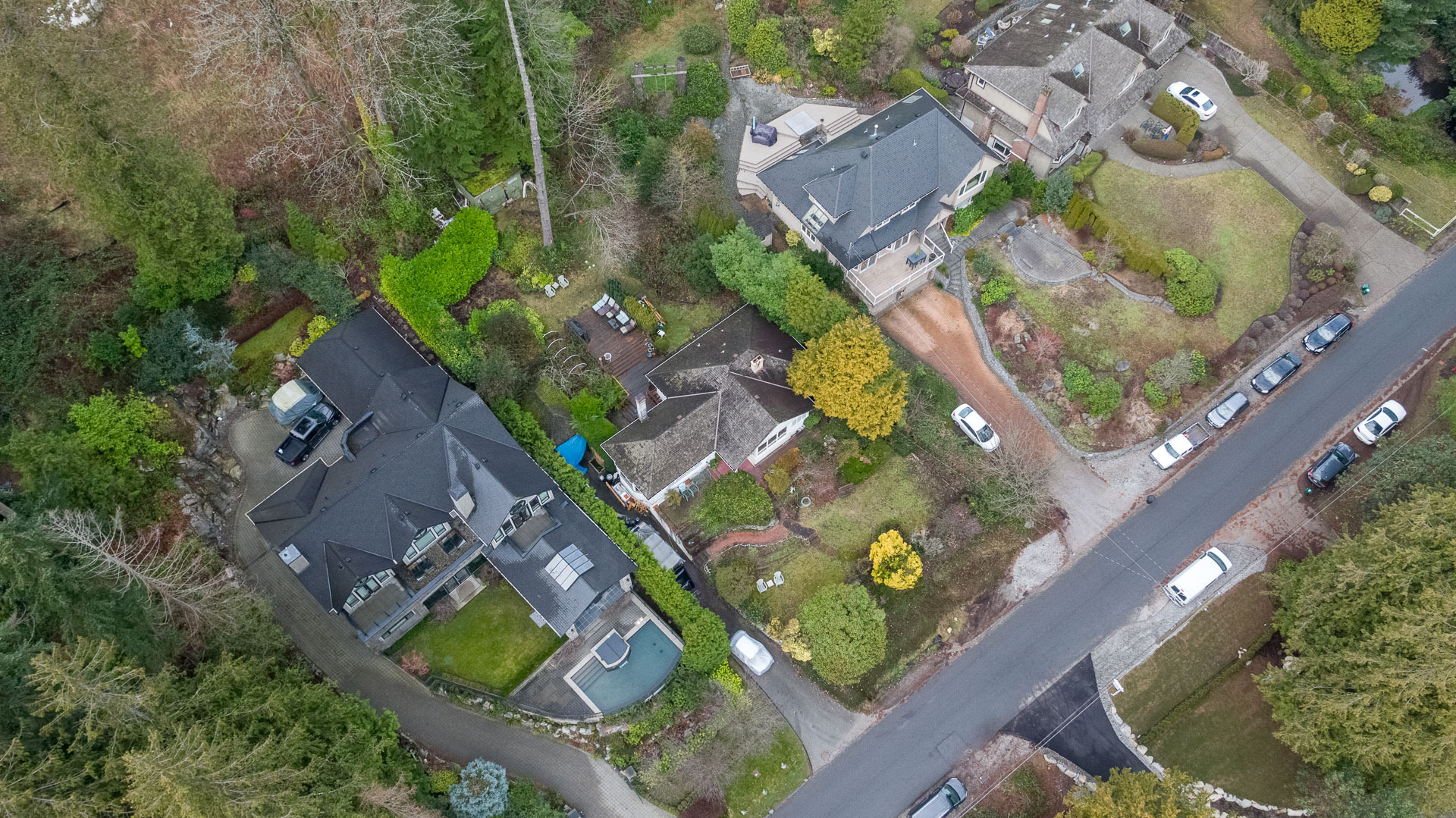 449-hillcrest-st-aerial-360hometours-10s at 449 Hillcrest Street, Westmount WV, West Vancouver