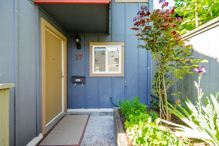 unit-17-900-17th-street-w-north-vancouver-7 at 17 - 900 W 17th Street, Mosquito Creek, North Vancouver