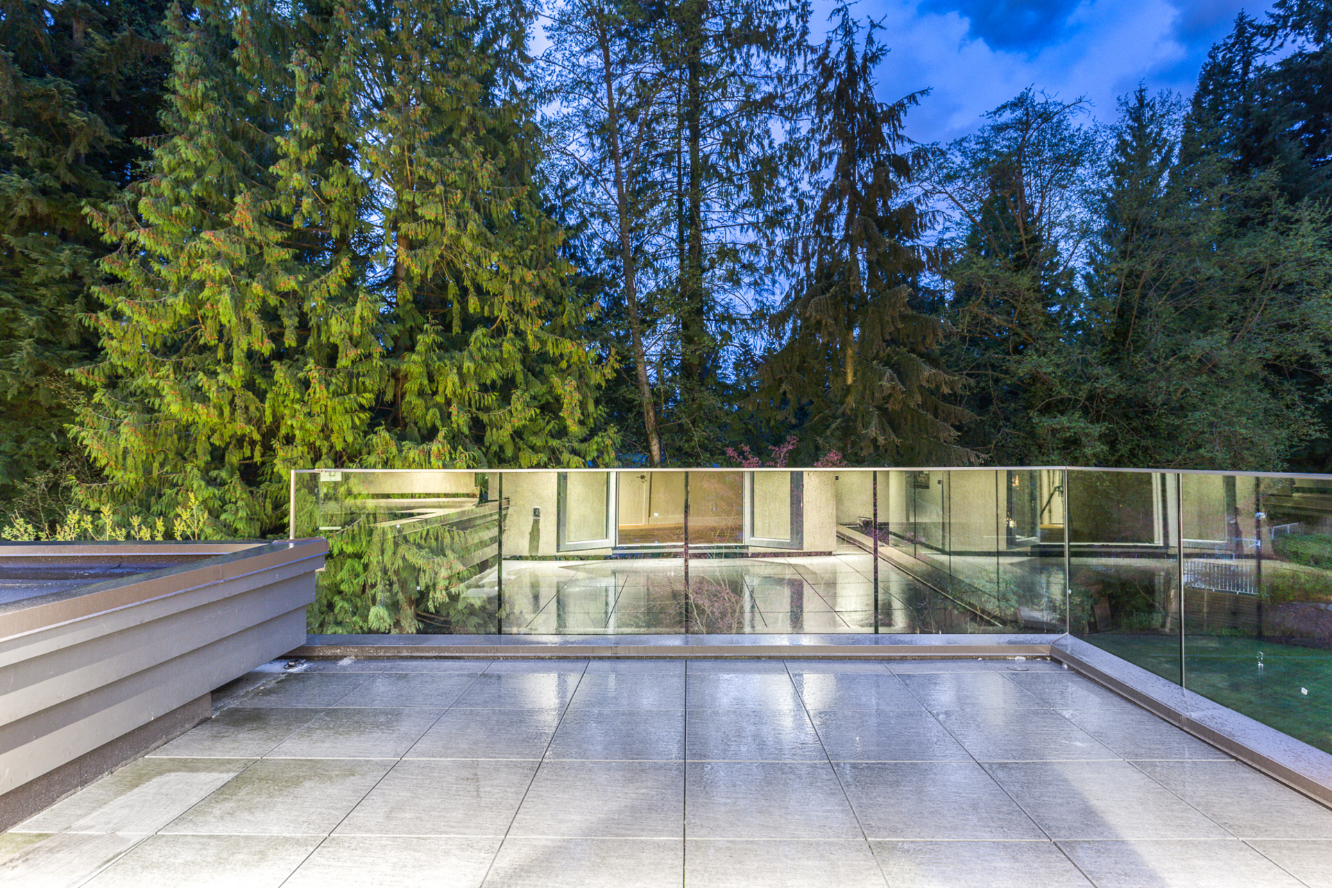 at 3885 Sunset Boulevard, Edgemont, North Vancouver
