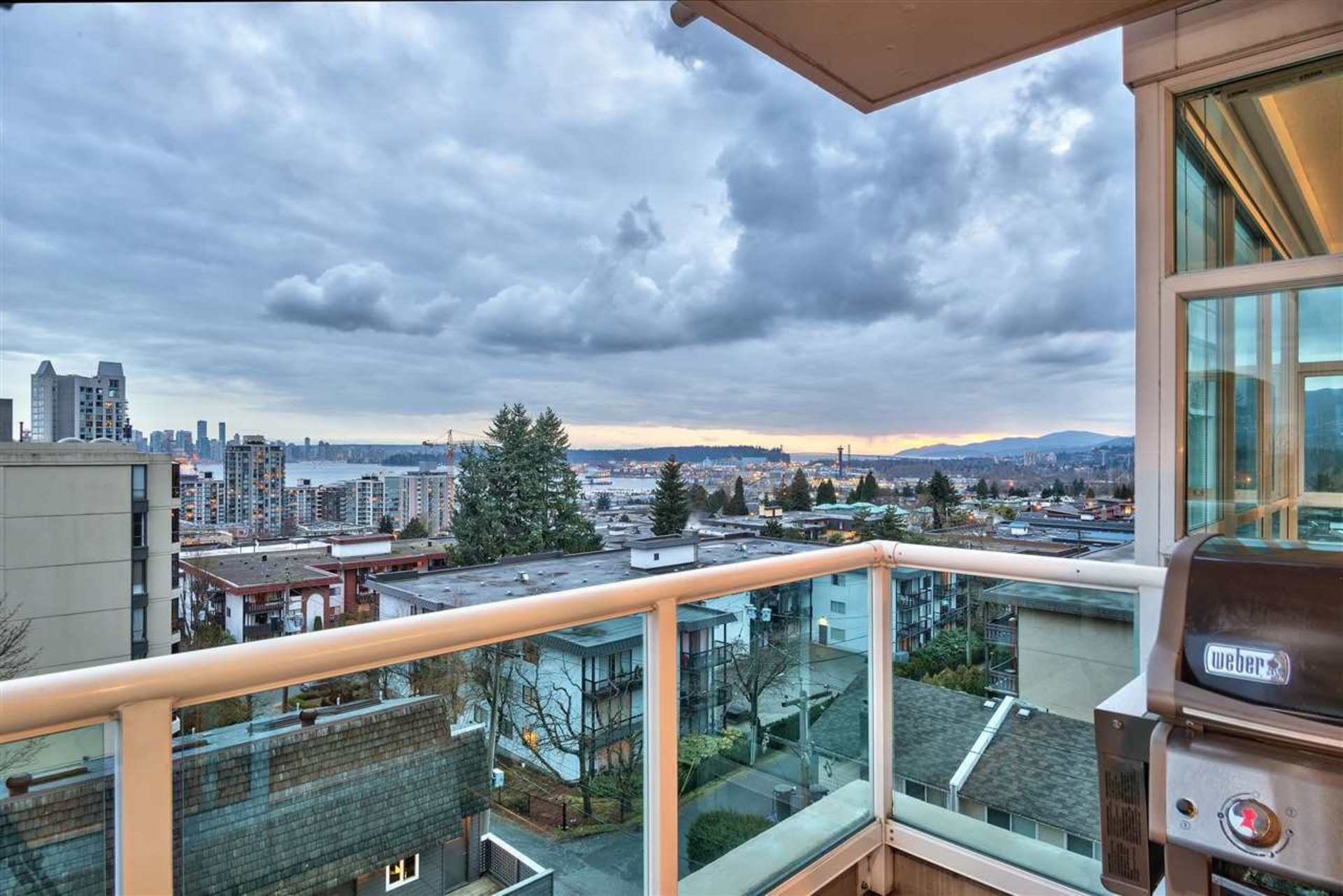 702 - 567 Lonsdale Avenue, Lower Lonsdale, North Vancouver 2