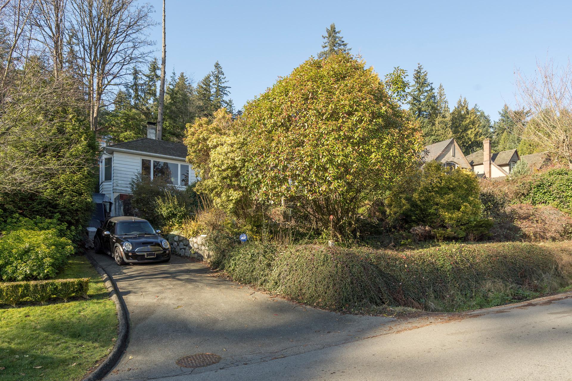 449-hillcrest-st-360hometours-02 at 449 Hillcrest Street, Westmount WV, West Vancouver