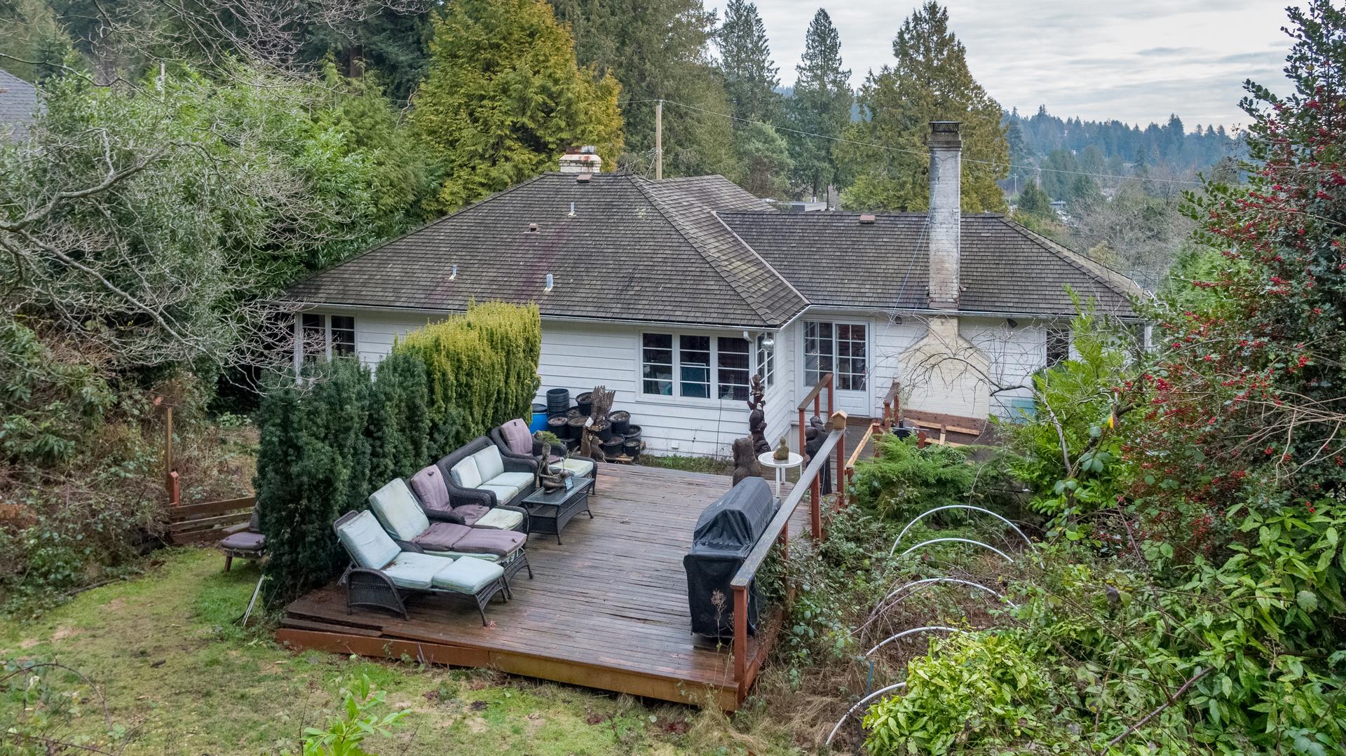 449-hillcrest-st-aerial-360hometours-11 at 449 Hillcrest Street, Westmount WV, West Vancouver