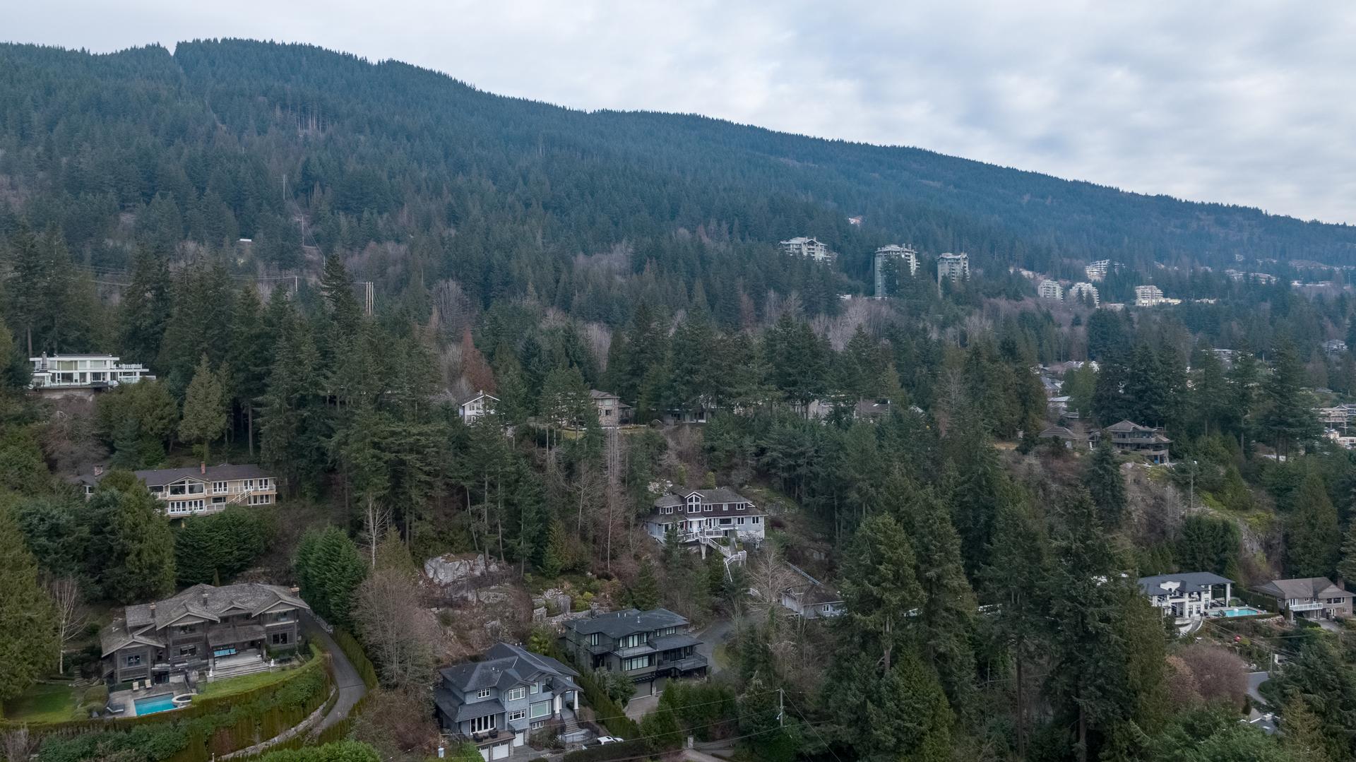 449-hillcrest-st-aerial-360hometours-29 at 449 Hillcrest Street, Westmount WV, West Vancouver