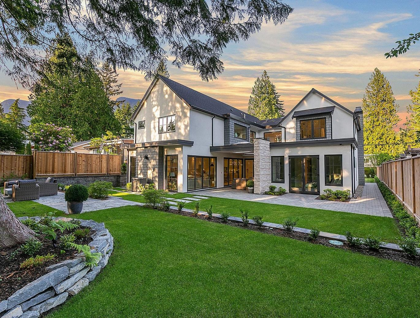 4587 Glenwood Avenue, Canyon Heights NV, North Vancouver 3