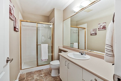 master-ensuite at #106 - 15298 20 Avenue, King George Corridor, South Surrey White Rock