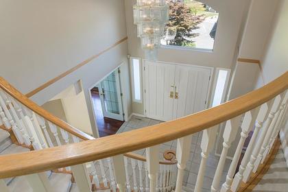 foyer at 7589 Manzanita Place, Burnaby East