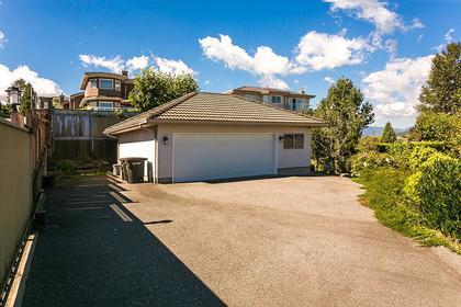 garage at 7589 Manzanita Place, Burnaby East