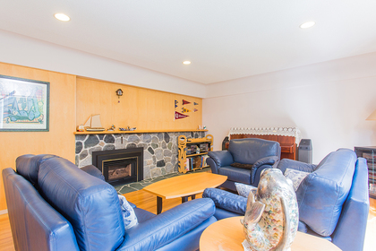 living room at 720 Anderson Cresent, Sentinel Hill, West Vancouver