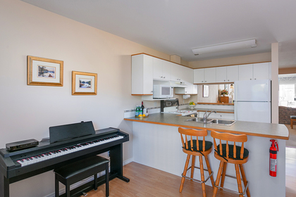 den-open-kitchen at 1605 Augusta Avenue, Simon Fraser Univer., Burnaby North