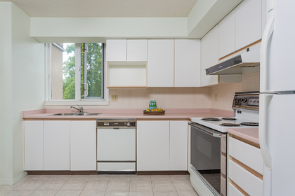 kitchen at #402 - 7321 Halifax Street, Simon Fraser Univer., Burnaby North