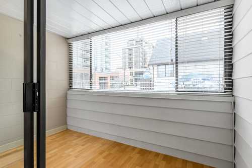 08 at 207 - 225 Sixth Street, Queens Park, New Westminster