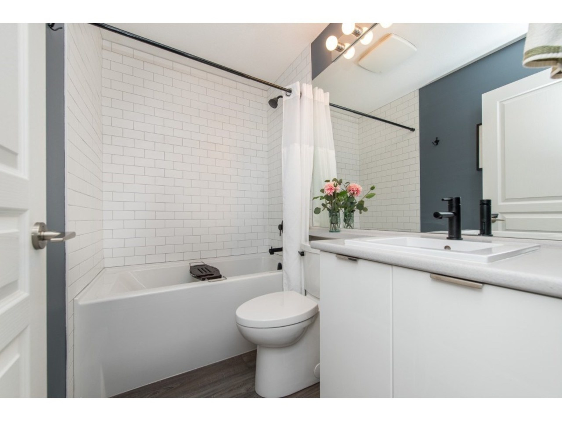 Main bathroom with upgraded deep soaker tub and matte black fixtures at 94 - 30989 Westridge Place, Abbotsford West, Abbotsford