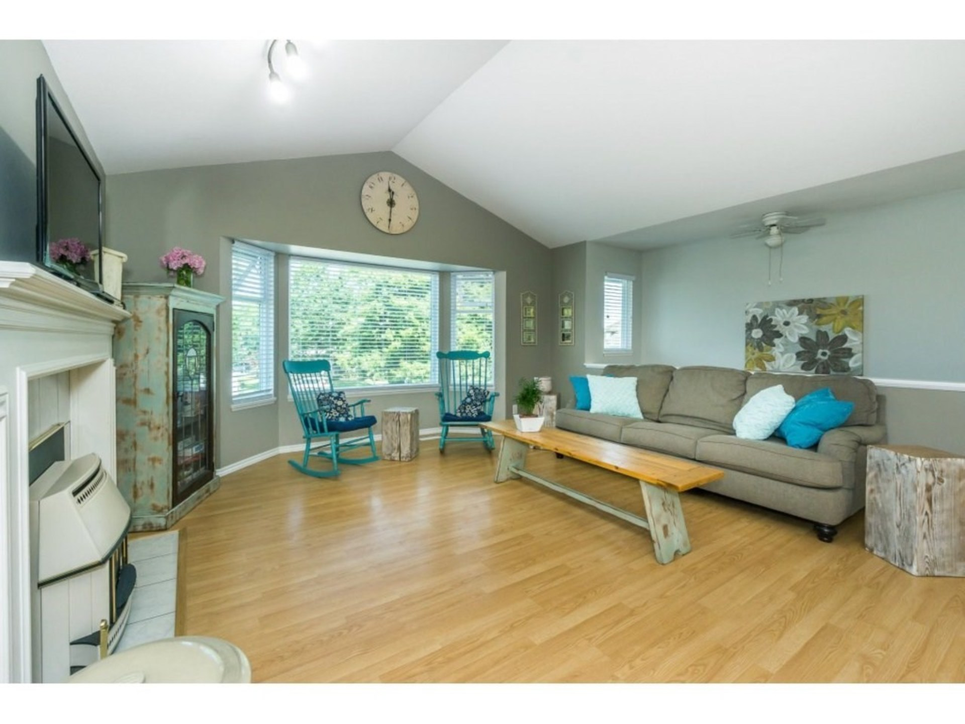 Living Room with Vaulted Ceiling at 21662 50a Avenue, Murrayville, Langley