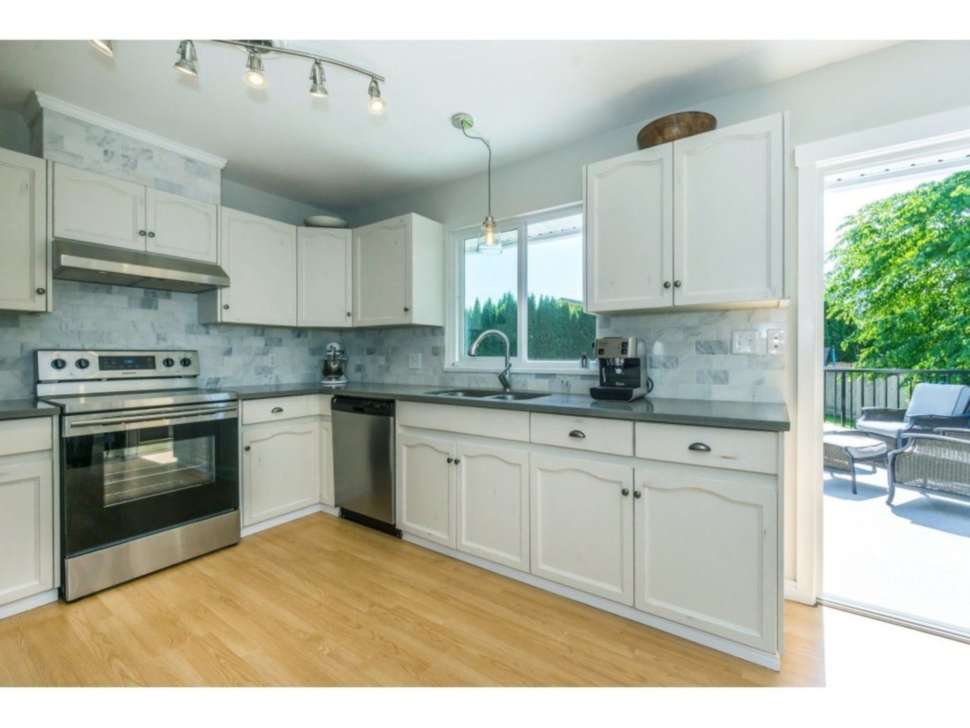 Kitchen (stone countertops) at 21662 50a Avenue, Murrayville, Langley
