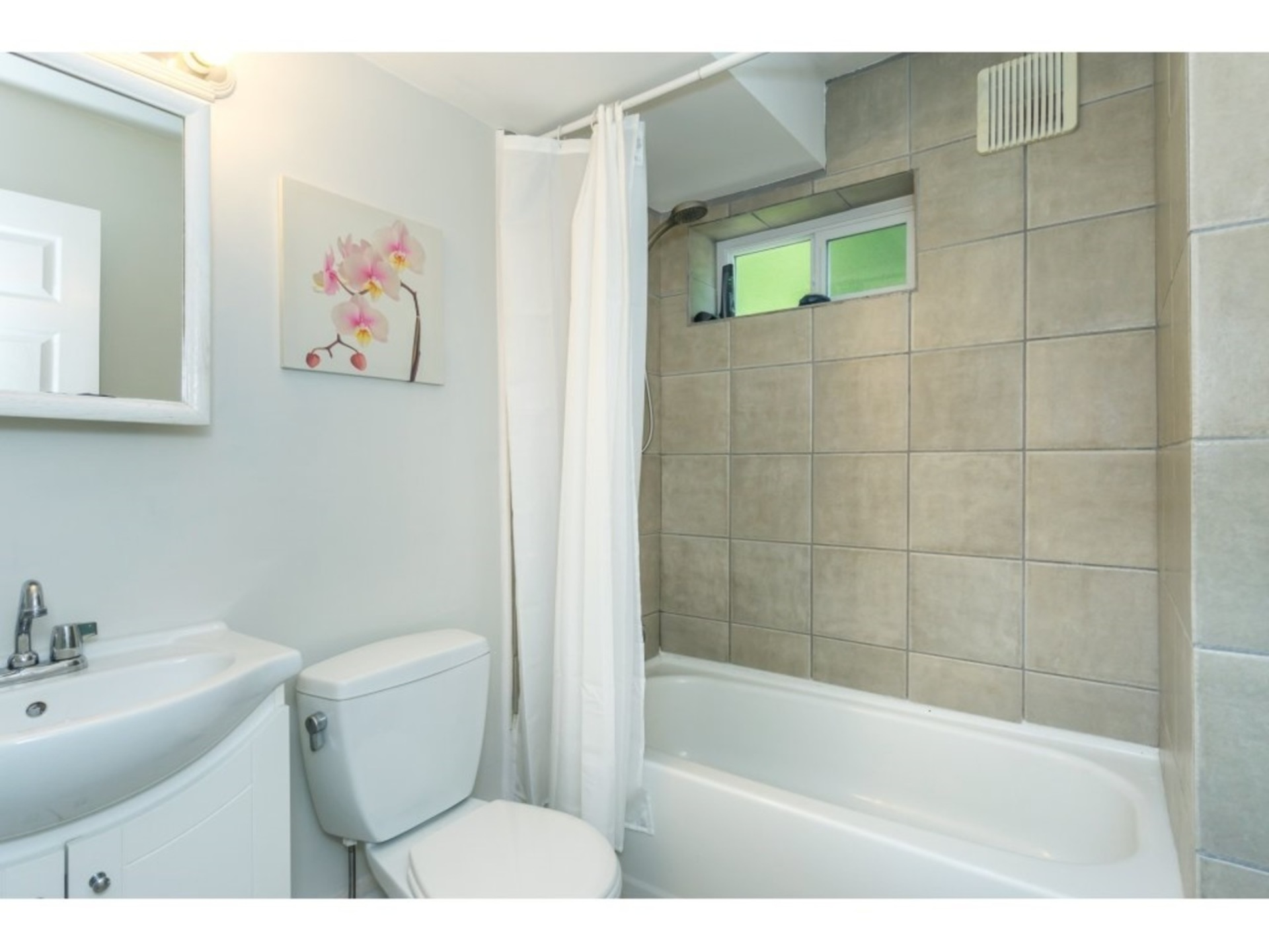 Downstairs Bathroom at 21662 50a Avenue, Murrayville, Langley
