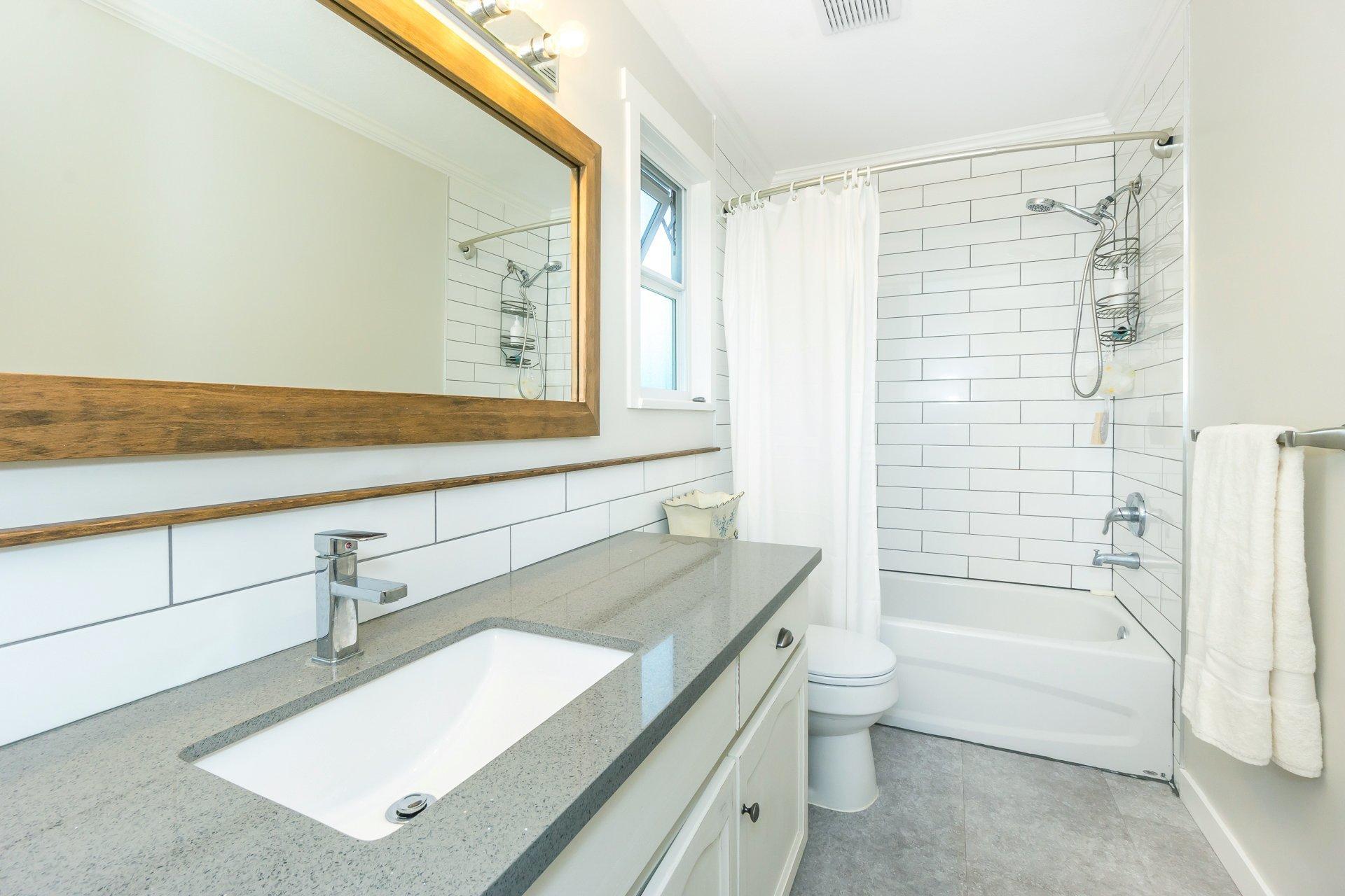 Main Bathroom at 21662 50a Avenue, Murrayville, Langley