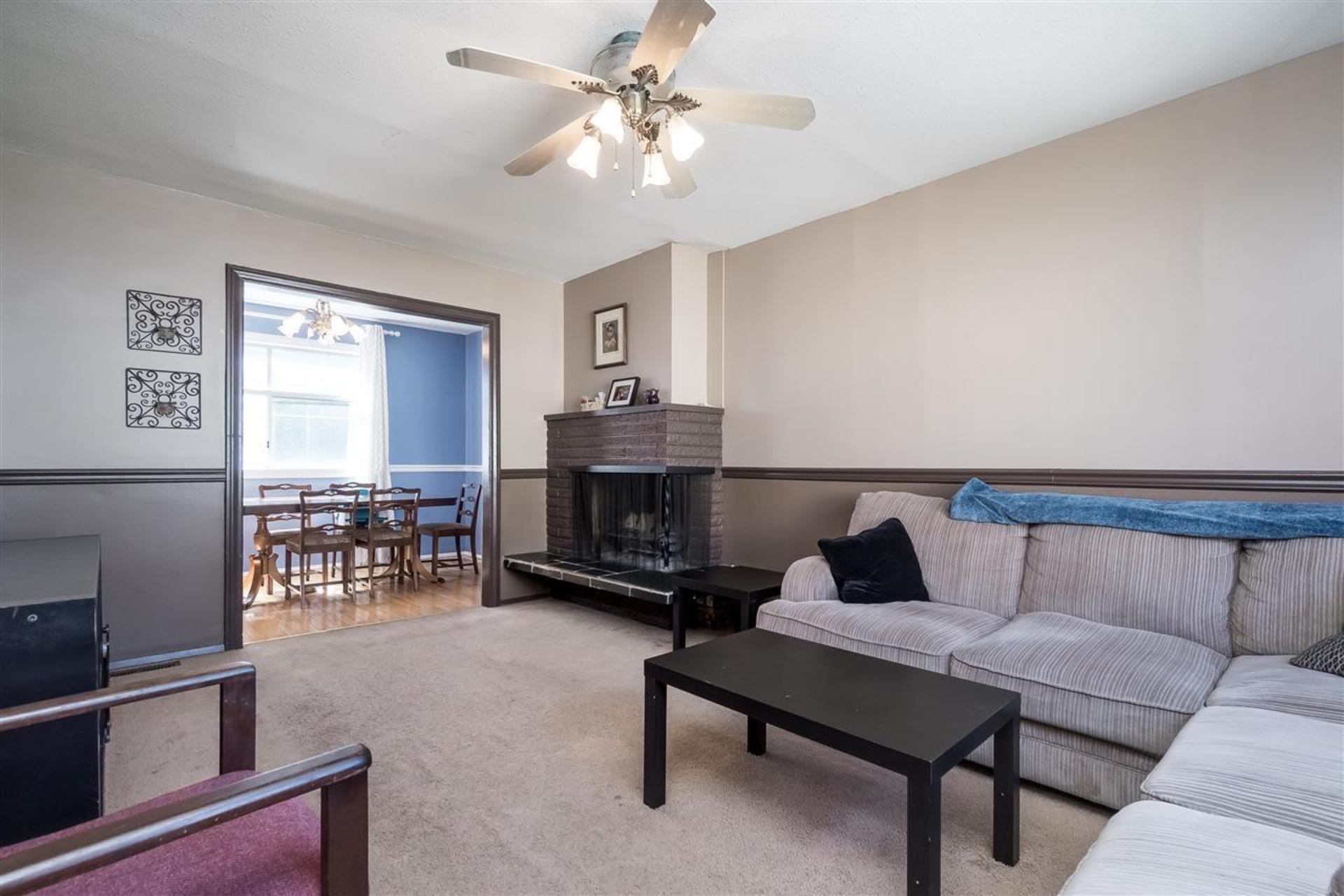 Living Room at 9941 121a Street, Cedar Hills, North Surrey