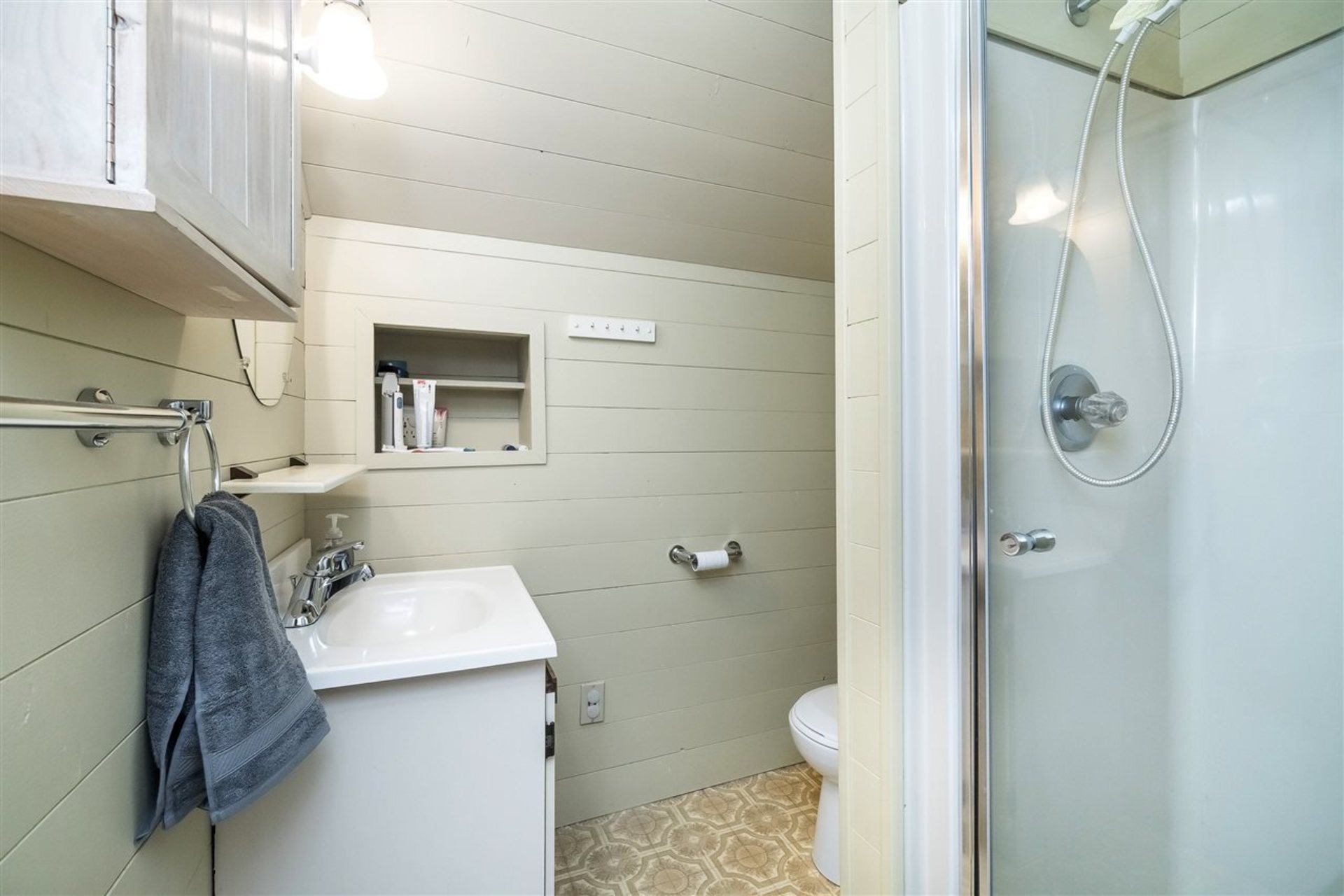 Master Bedroom ensuite at 9941 121a Street, Cedar Hills, North Surrey