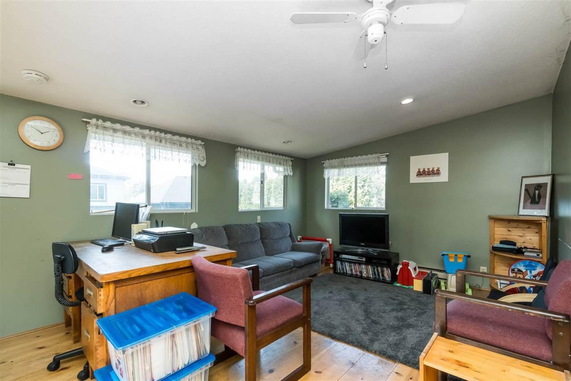Family Room or Rec Room at 9941 121a Street, Cedar Hills, North Surrey